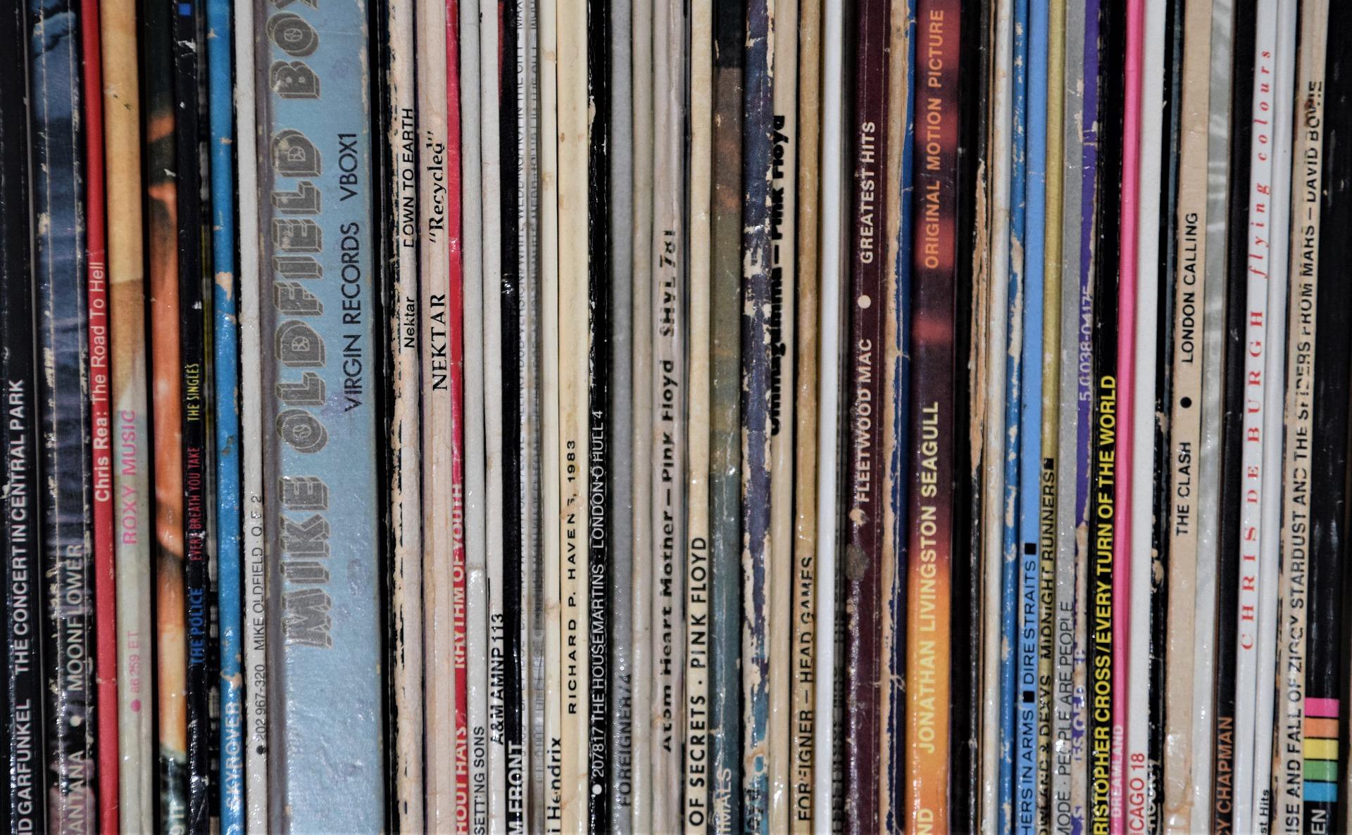 records-4827617_1920